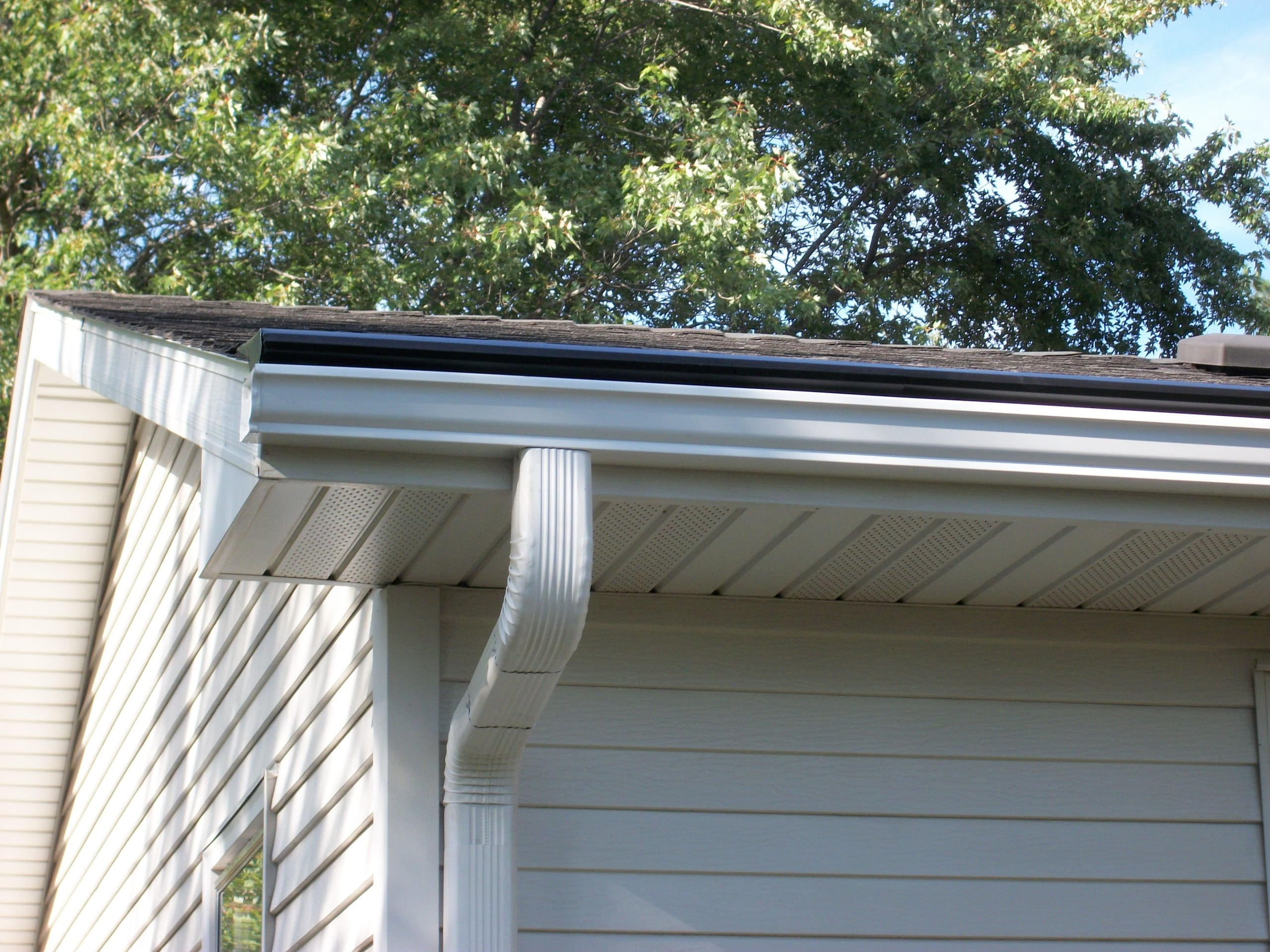 Leaflock Gutter Protection Amp Seamless Gutters River Falls Wi
