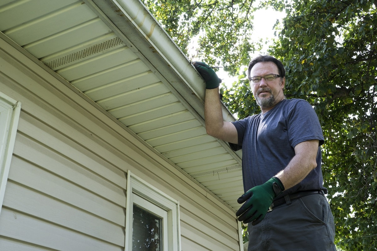 Repairing the seamless gutter